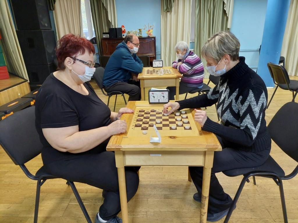 В филиале ПМЦ «Диалог» прошли соревнования по шашкам.